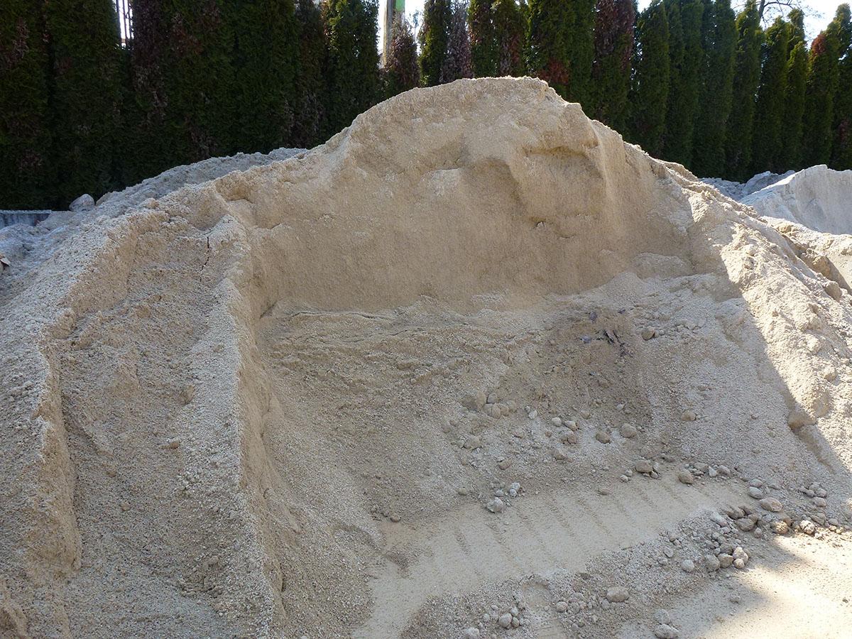 Pesek za zidanje in ometavanje